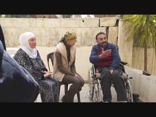 Asmaa Al-Assad a rendu visite au héros blessé Hassan Mustafa Al-Zahrawi dans la région de Barza Balad à Damas