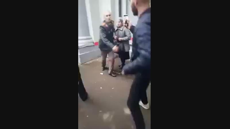 Уважение ментов в росссиии к ветеранам mp4