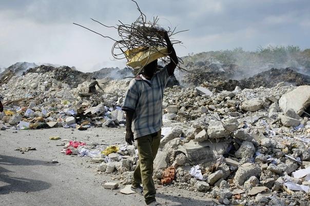 Землетрясение на Гаити Жизнь имеет достоинство и заслуживает его неизвестный спасатель 2010год. Землетрясением полностью разрушен Порт-о-Пренс. 220 тысяч погибших, 700 тысяч пропавших без