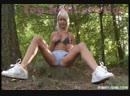 пошла в лес мастурбировать / лесбиянки девочки девушки модели мастурбация малолетки школьницы эротика стриптиз секс порно