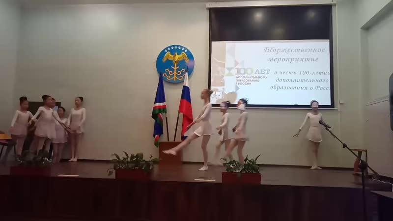 Танец воспитанниц Покровской ДШИ. Покровск, Якутия. 14.12.2018