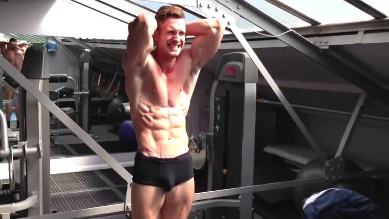 BodyBuilder Muscle Posing Thomas Hartnett (England)