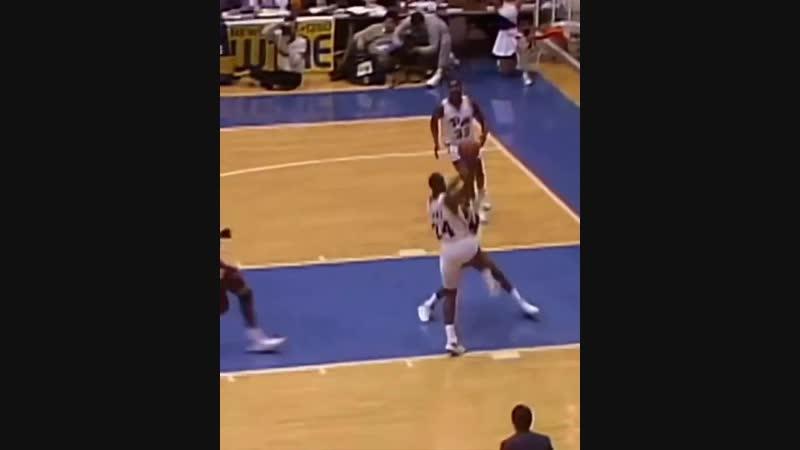 (1988) Джером Лейн забил один из лучших данков NCAA