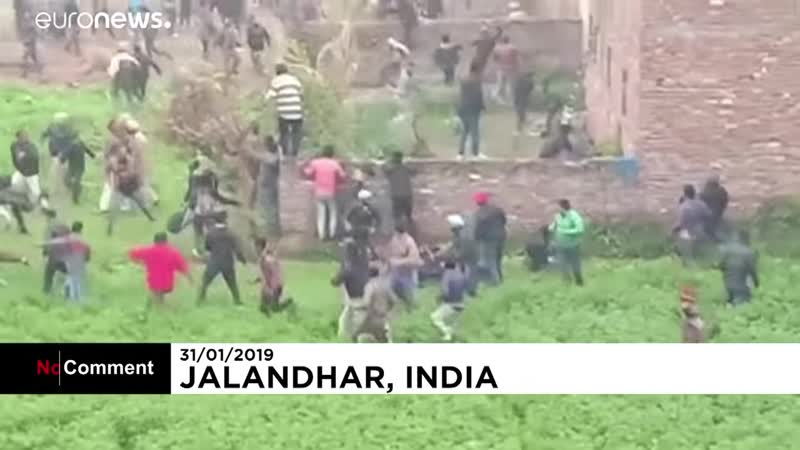 Непокорный леопард разбросал людей в Индии