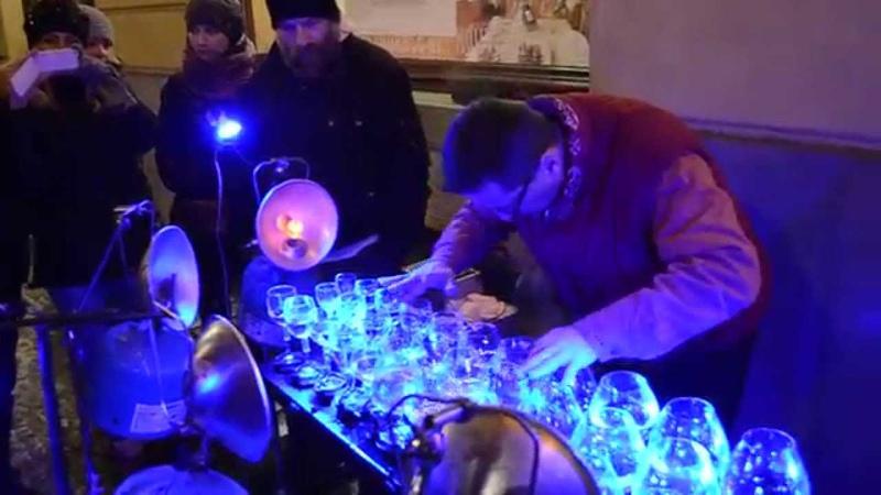 Очень красивая неземная музыка, игра на бокалах. Прага, Новый Год 2015 (Very beautiful music).MOV