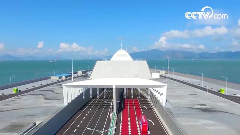 Мост Сянган - Чжухай - Аомэнь открылся для общественного транспорта|CCTV Русский
