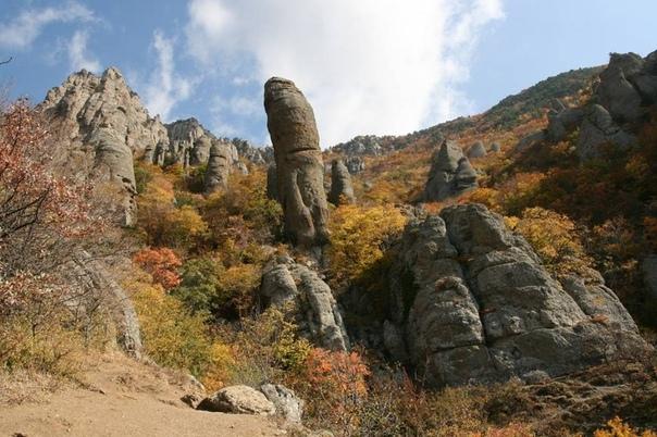 легенды и мистика гор крыма. загадки демерджи, аю-дага и кара-дага крымские горы – прекрасны и мистичны. они на протяжении многих лет влекут к себе сильных духом людей. горы дают свободу и