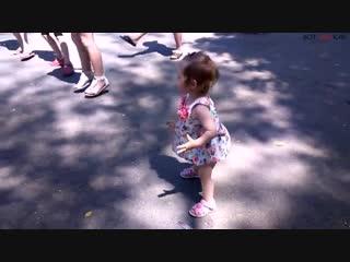Маленькая девочка танцует лучше всех (ВоК)