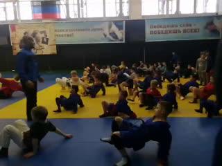 сейчас будем вручать подарки детям спортивного клуба армии ДНР