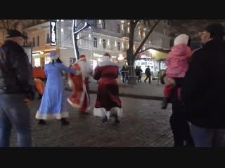 В Одессе два Деда Мороза подрались из-за маленькой девочки