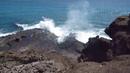 Гавайи, Оаху, Песчаный пляж - волна по полой скале - Hawaii, Oahu, Sandy Beach - hullámverés az üreges sziklán keresztül
