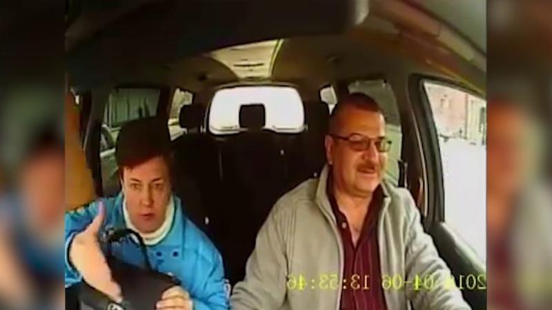 таксисту попалась болтливая пассажирка