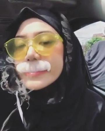 Shisha Smoking Girls
