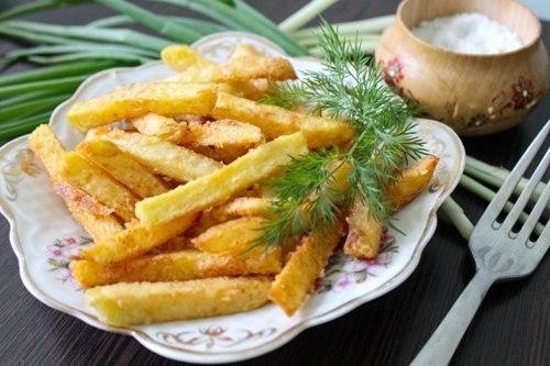 Домашний картофель фри – вкуснее, натуpальнее и дешевле, чем в Макдональдсе. Попробуйте приготовить, не пожaлеете!)