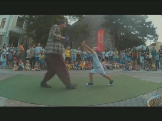katastrofa clown -funny improvisation with a child during the show Balloons