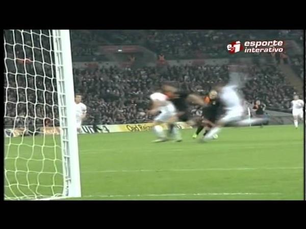 Robben brilha na vitória sobre a Inglaterra em Wembley