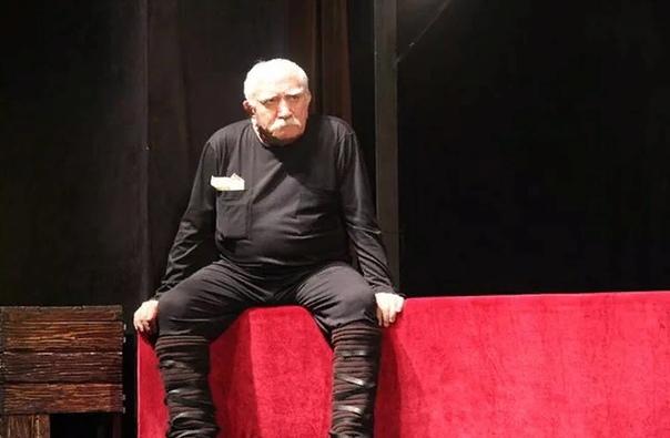 Армен Джигарханян Этого актера называют одним из самых снимаемых в российском кинопроизводстве. По состоянию на 2017 год в активе Джигарханяна более трех сотен ролей, и это только в кино, а ведь