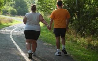 Люди с избыточным весом имеют повышенный риск развития подагры.