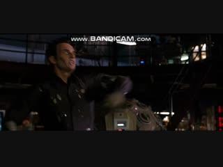 Виктор стреляет ластом в Рида