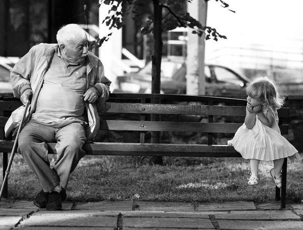 мы стали старше вы тоже заметили, да мы стали старше. вначале все на свете старше нас. мы младше других детей во дворе, младше задавак-первоклашек - какие же они большие, божемой, в одном из них