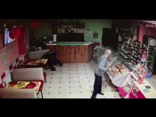 В Татарстане мужчину прямо в кафе избили лопатой за то, что он отказался копать картошку
