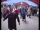 Танец брейк данс в исполнении бабушек преклонных лет. Смотрите мега брейе данс
