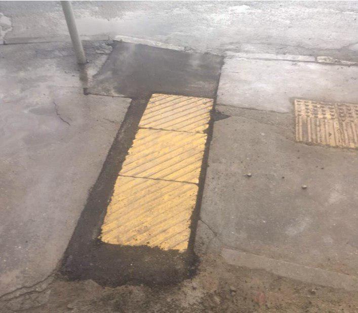 Тактильную плитку восстановили в Лианозовском проезде