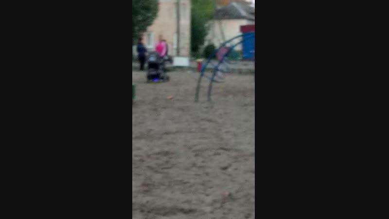 Наташа.. на гироскутере... c коляской..по песку.