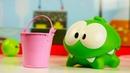 Видео про игрушки для малышей. Ам Ням нашел конфету в воде!
