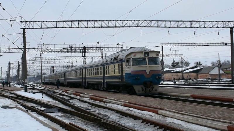 Дизель поезд ДР1А 156 сообщением Коростень Житомир отправляется со ст Коростень