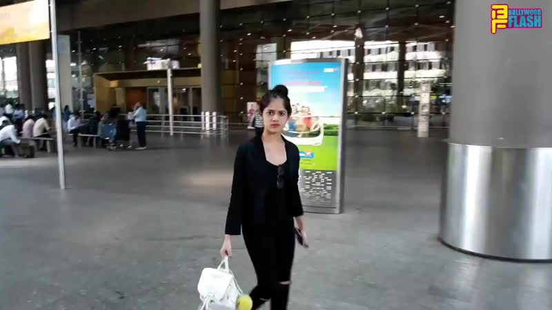 Jannat Zubair Rehmani Spotted At International Airport With Father - Tu Aashiqui
