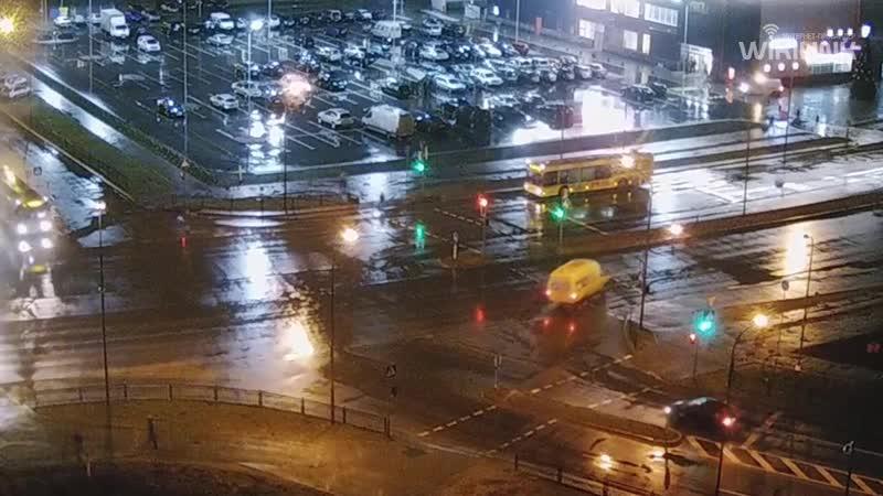 Жесть Ребенок едва не попал под колеса автобуса в Бресте