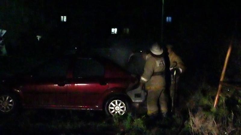 Поджог или случайность? В Туринске во дворе дома на Путейцев вспыхнула иномарка