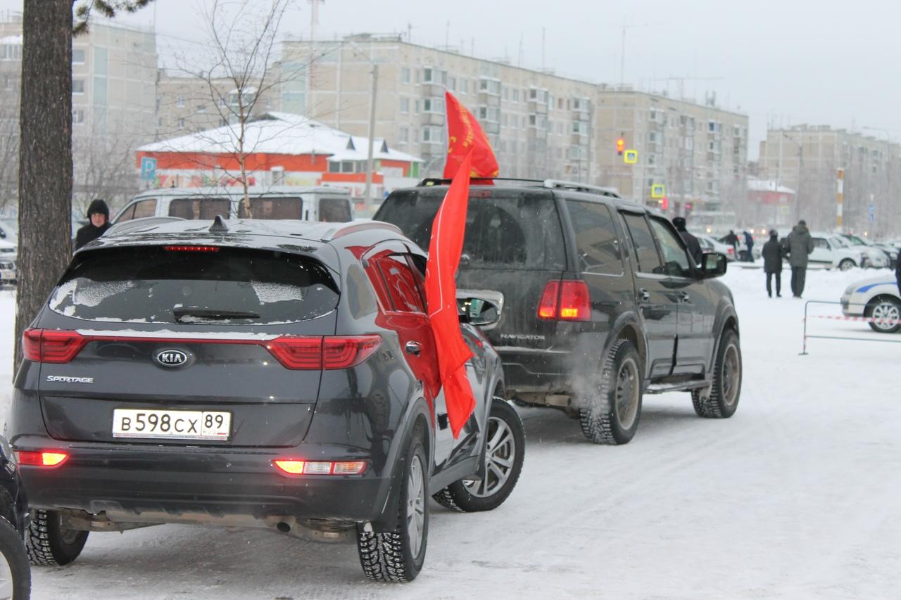 В Ноябрьске состоялся автопробег, посвященный 100-летию ВЛКСМ