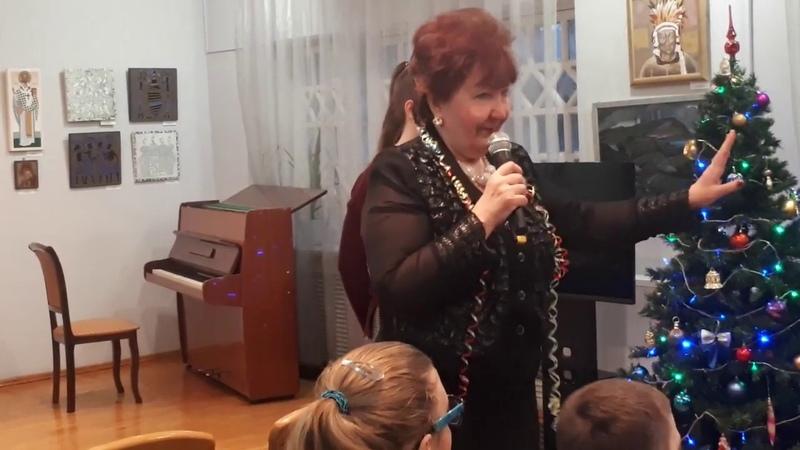 Людмила Павловна Веселова ведущая концерта в Домике Алябьева в Пятигорске