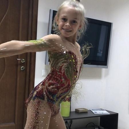 """Светлана Рыбасова on Instagram """"И маленький видеоролик нашей юной гимнастки! Это конечное экспромте! На ковре они милы, улыбчивы и сосредоточены! ..."""