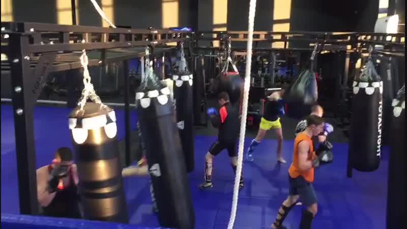 Александр Саночкин (FIGHT CLUB CLINCH) - утренняя тренировка по тайскому боксу