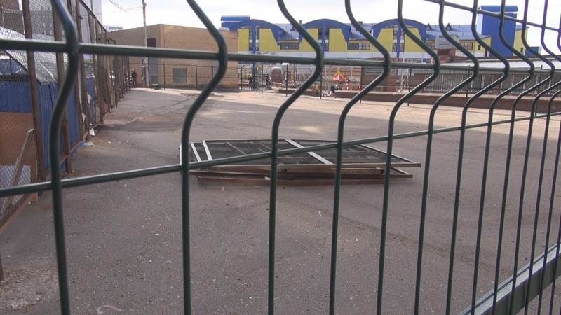 UTV. В центре уфимского двора территорию огородили забором