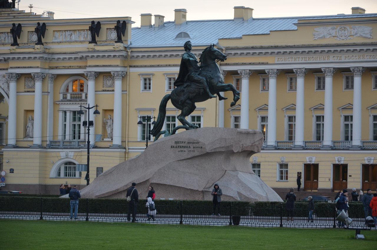 bho7eQw3AHY Сенатская площадь в Санкт-Петербурге.