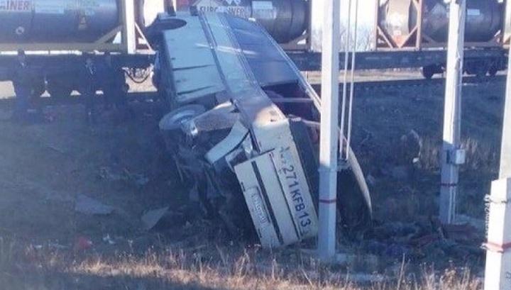 Вести.Ru: Смертельное ДТП под Саратовом: столкнулись автобус и поезд