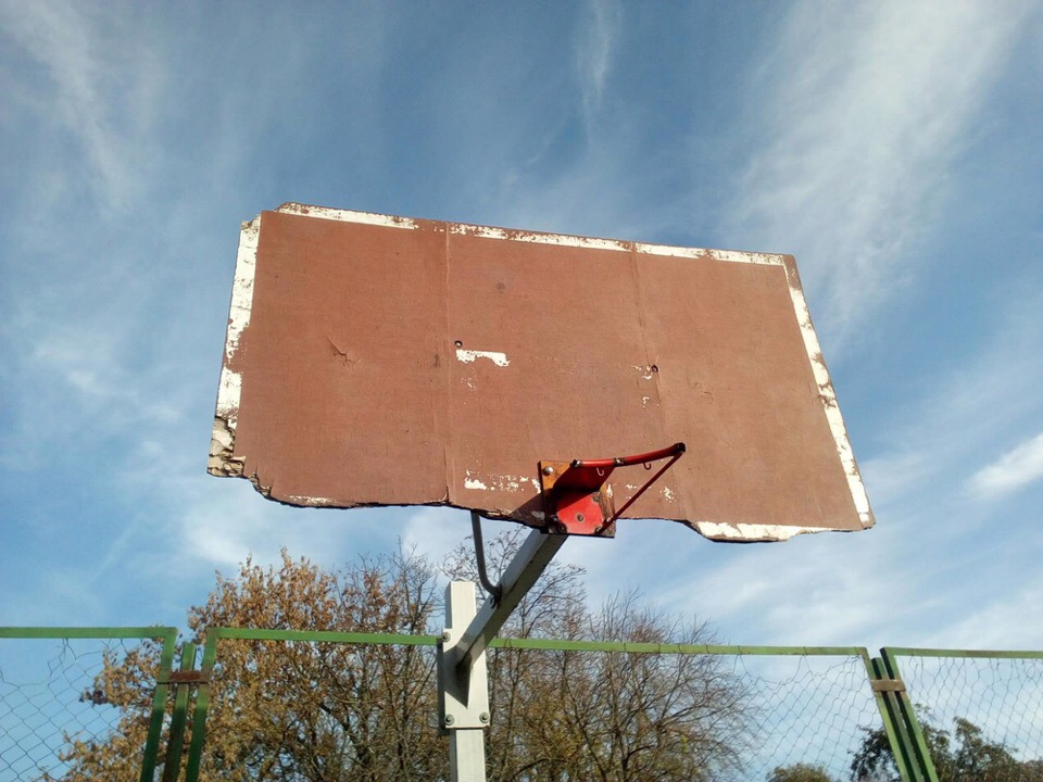 Власти распорядились привести в порядок баскетбольную площадку лицея №5 в Советске