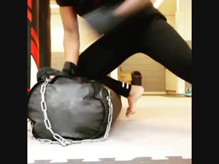 Чемпионка Bellator KB тренирует граунд-энд-паунд