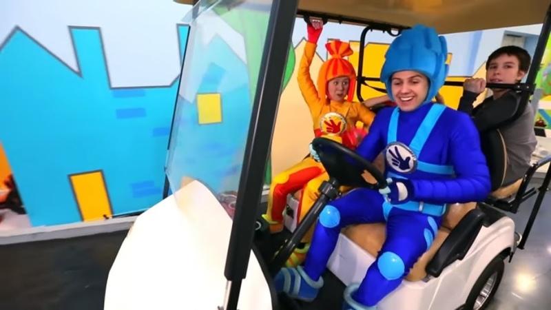 ФИКСИКИ в КидБурге Автогородок Город Профессий Поиграйка с фиксиками Funny Kids Video