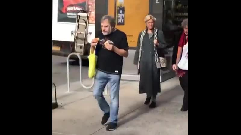 Nick Usen mesmerized by this video of slavoj žižek absolutely demolishing two hot dogs