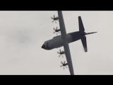 Unbelievable LOCKHEED HERCULES C-130J LOOP during the FARNBOROUGH AIR SHOW 2018 (4K)