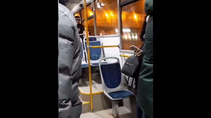 Обьебошенный Бес из казани в автобусе