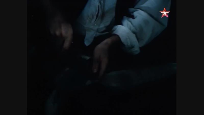 Морской волк Мистер Ван-Вейден точит нож на кока