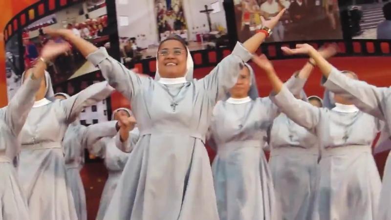 Католические монахини из Китая исполняют танец прославления