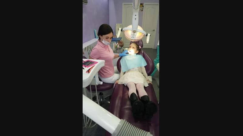 Процесс установки пломбы на зуб