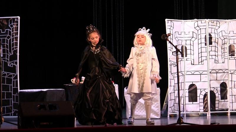Как поссорились Белый Король и Черная Королева